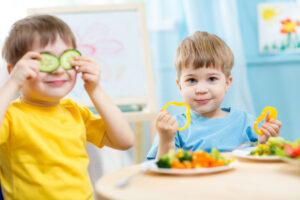 Cum Încurajăm Copiii Să Mănânce Sănătos