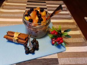 Porridge de ovăz cu măr copt, scorțișoară și aronia